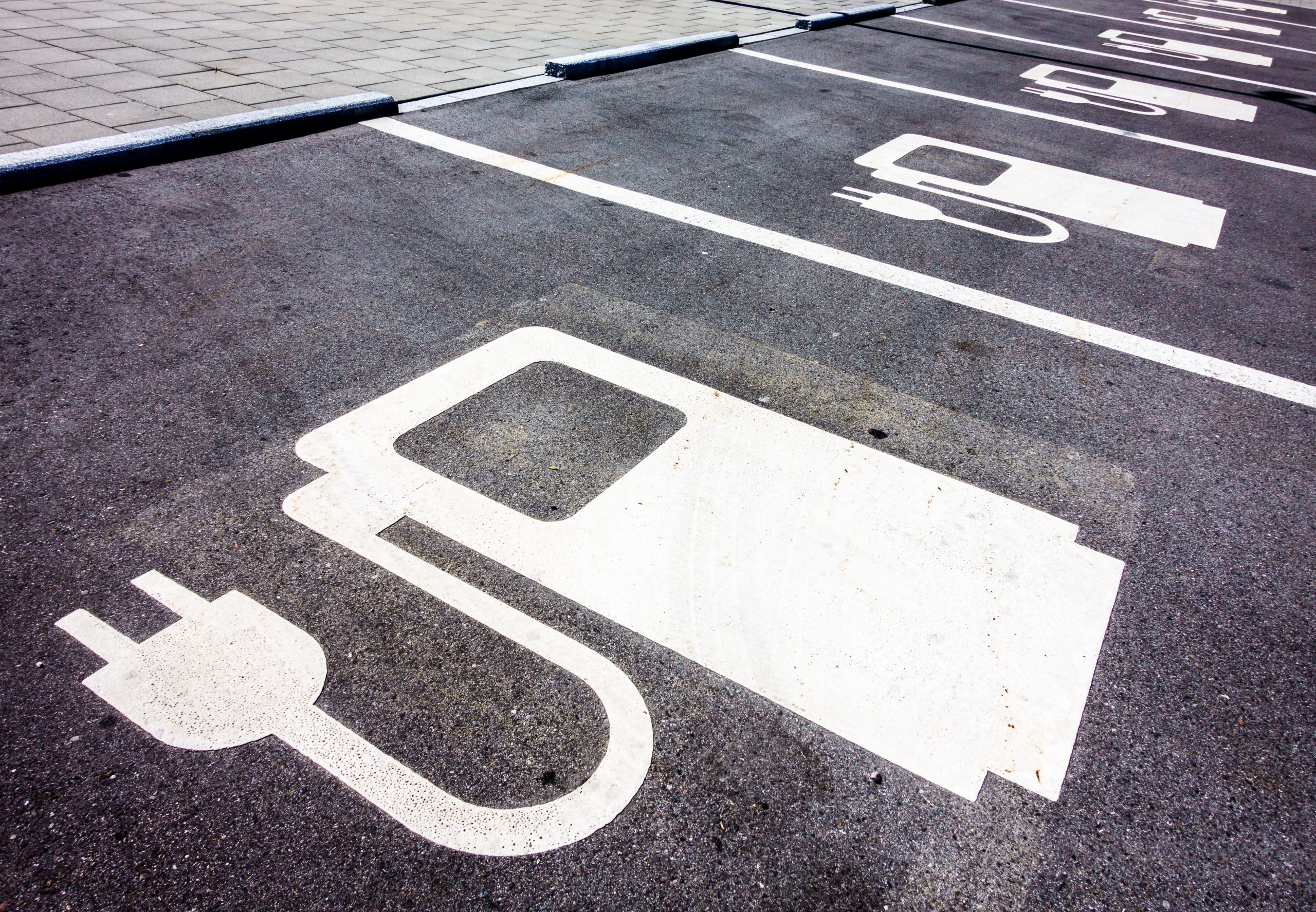The Top Benefits of Installing Solar Panels with EV Chargers